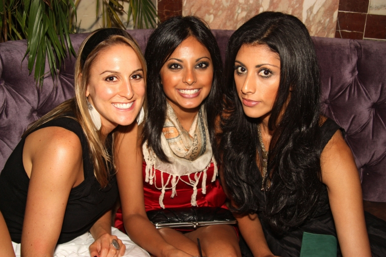 party reshma shetty, her sister and friend