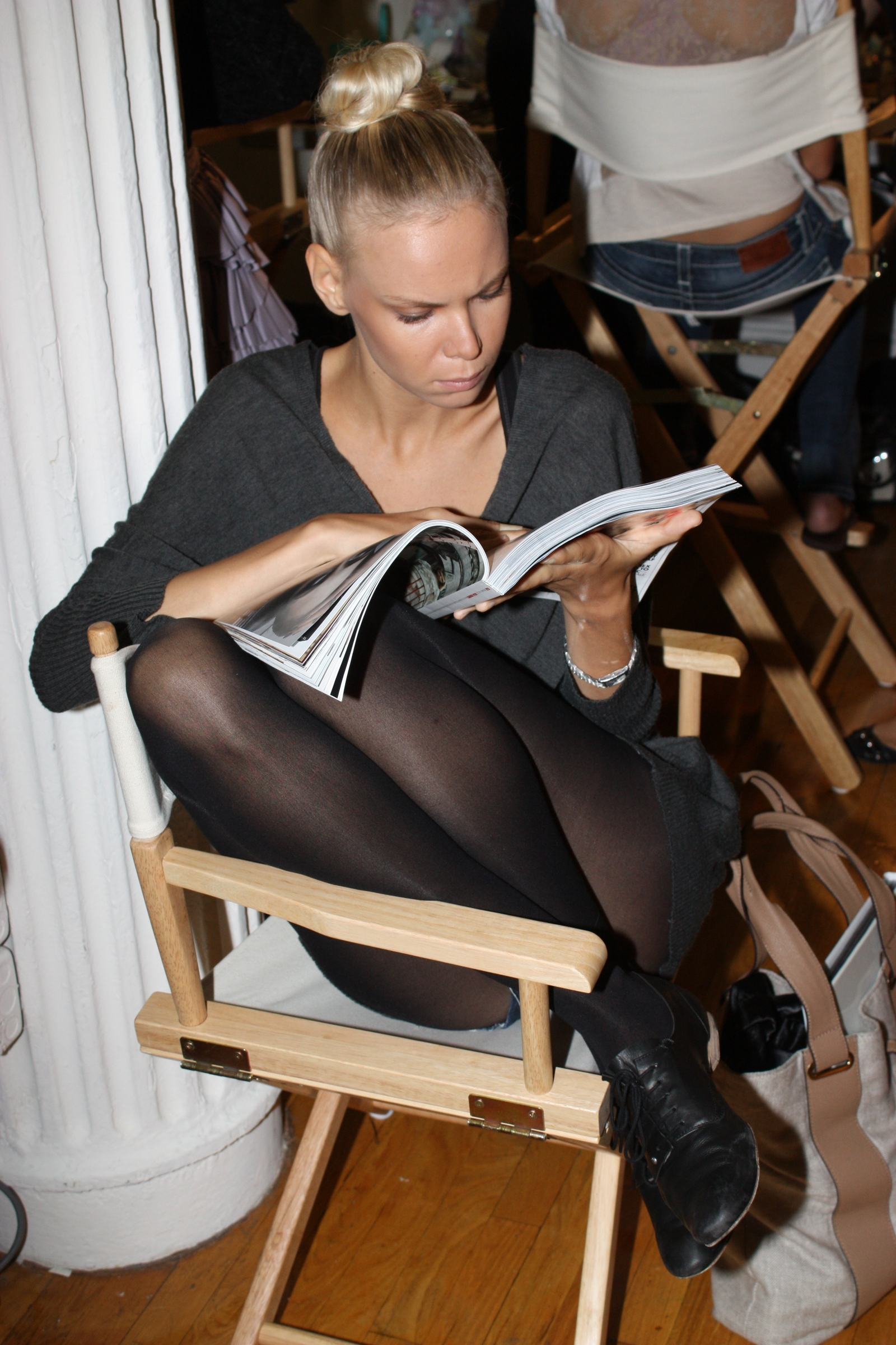 Model Candids/Backstage #1 - the Fashion Spot